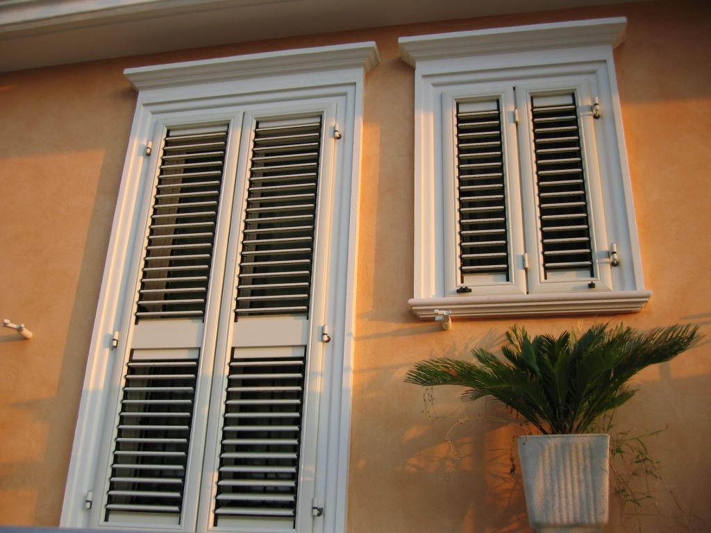 Estremamente cornici finestre esterne vi14 pineglen - Decori per finestre esterne ...